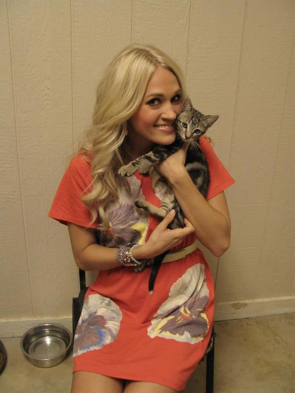 CarrieUnderwood_Kitty_20130508