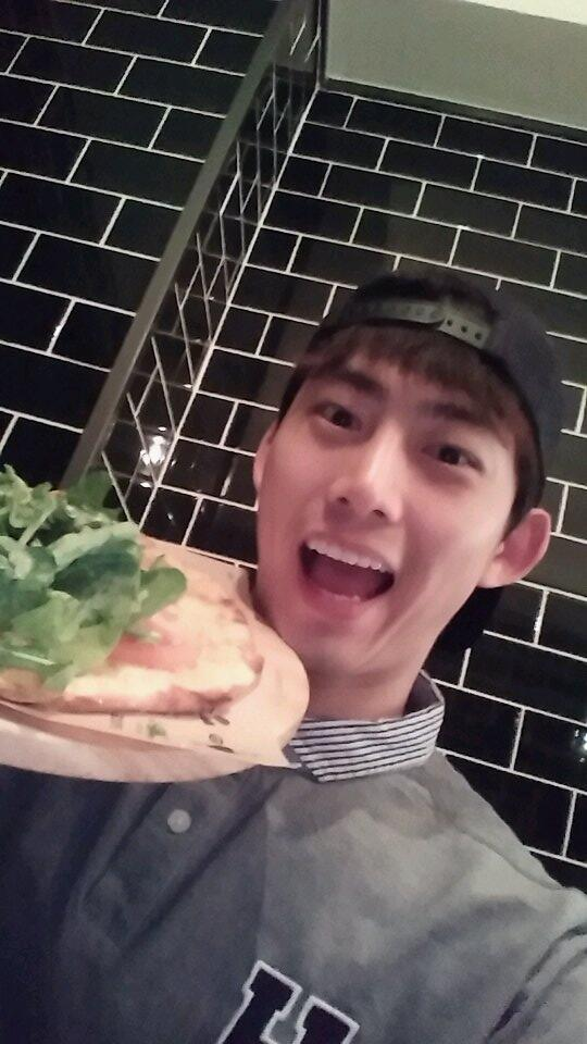 taecyeon_2PM_04012014-2