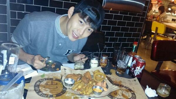taecyeon_2PM_04012014-3